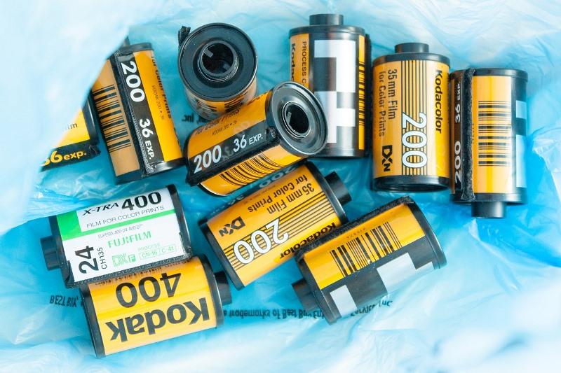 mehrere Patronen analoger Kodak Farbfilme