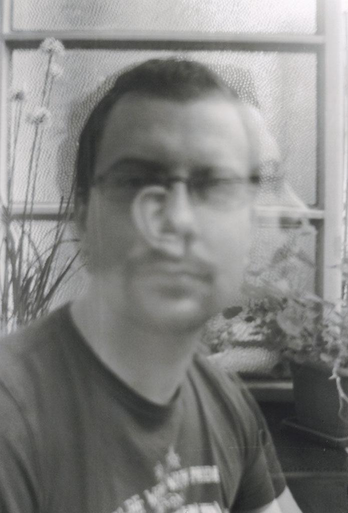 Doppelbelichtung Selbstportrait, aufgenommen mit einer analogen Kamera.