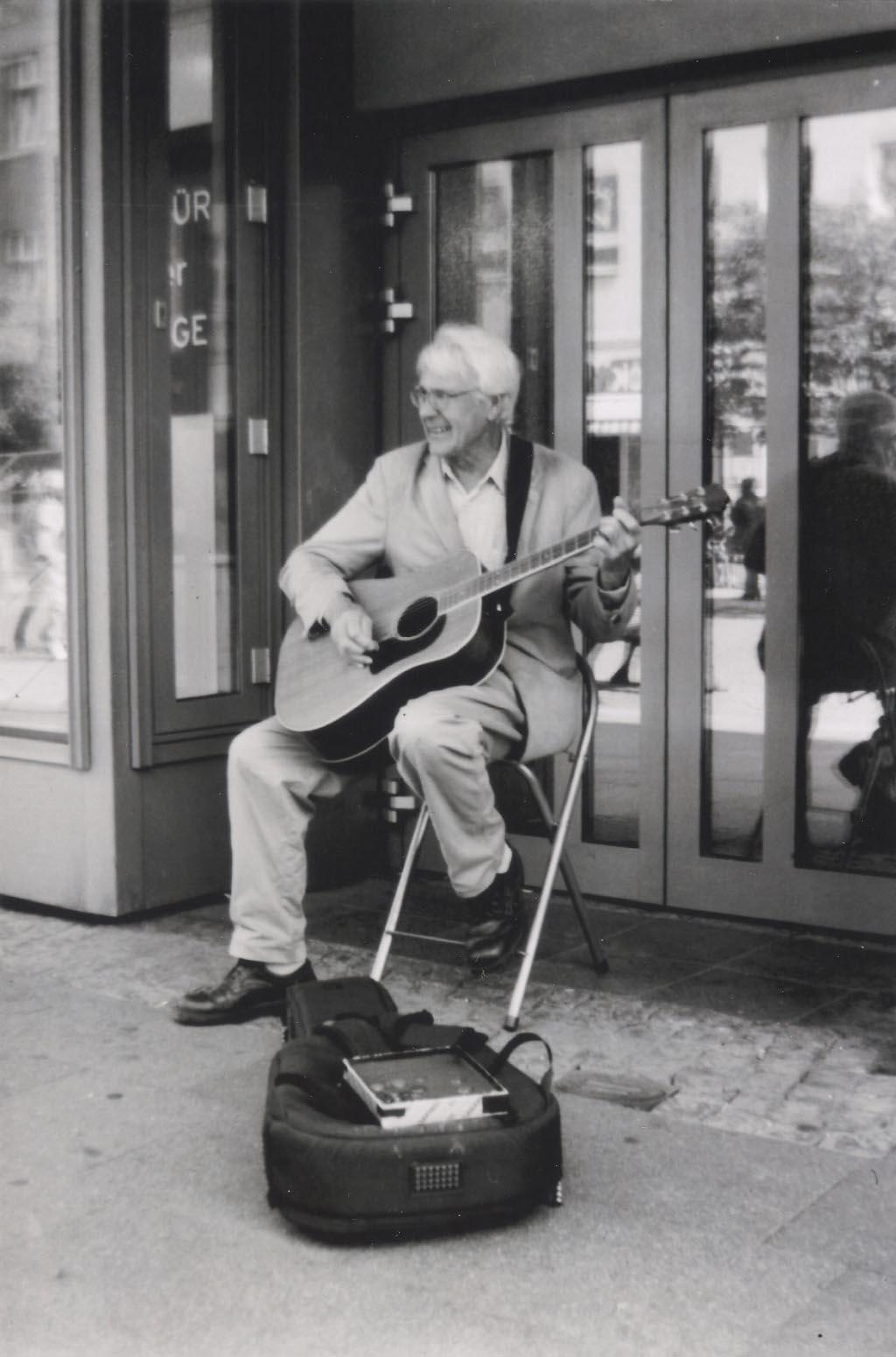Straßenmusiker in der Altstadt Spandau