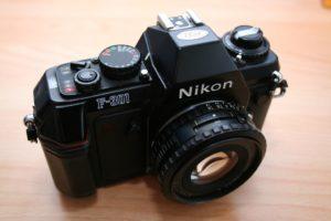 Nikon F-301 Ansicht schräg oben
