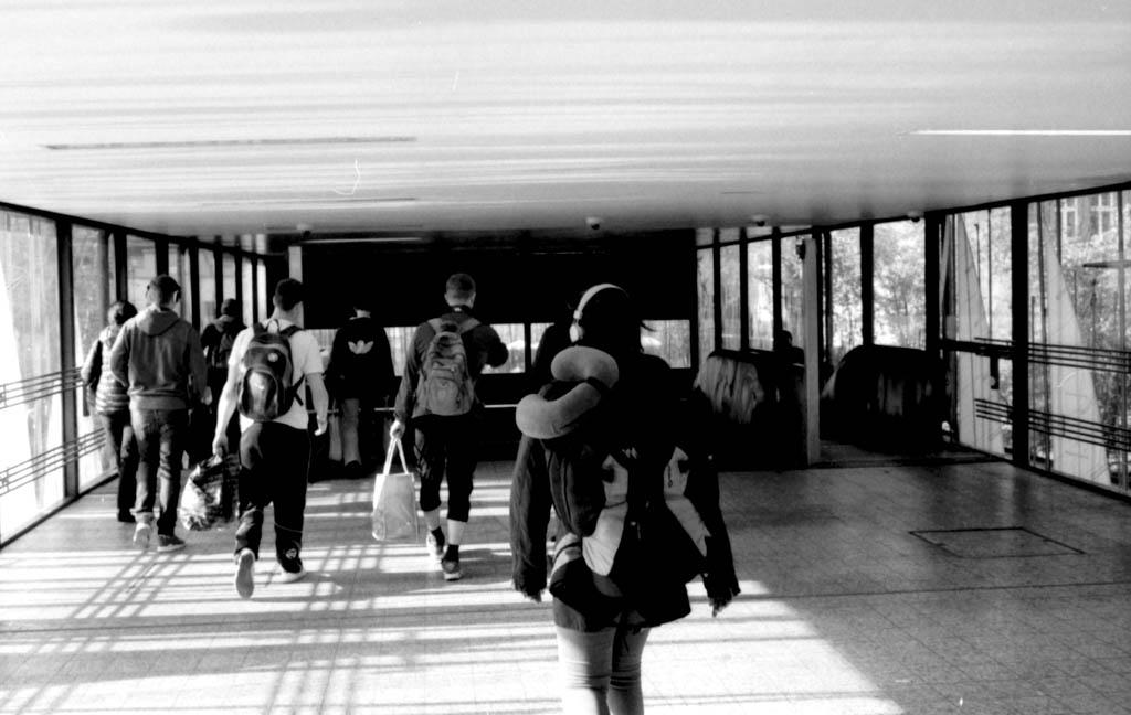Analog Street Berlin: S-Bahn-Hijab, Hip-Hopper für Arme und Pendleralltag