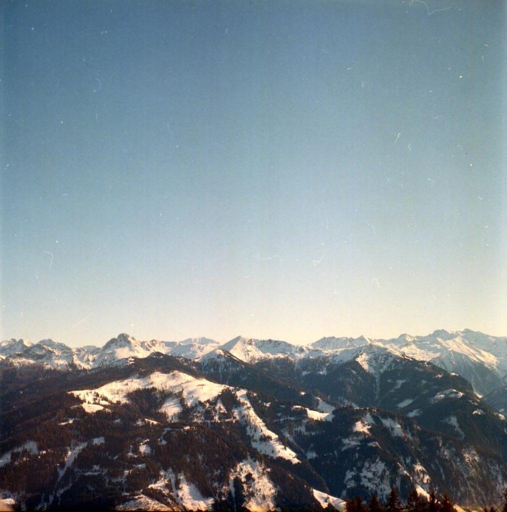Alpenpanorama aufgenommen mit Refleka II Mittelformat auf Kodak Portra 400.