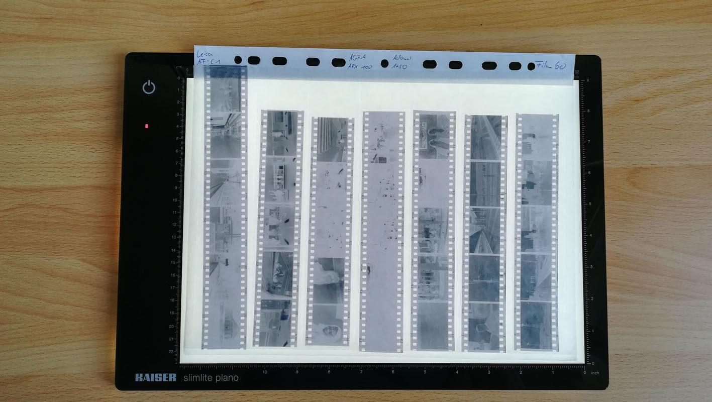 Leuchtplatte mit Filmstreifen