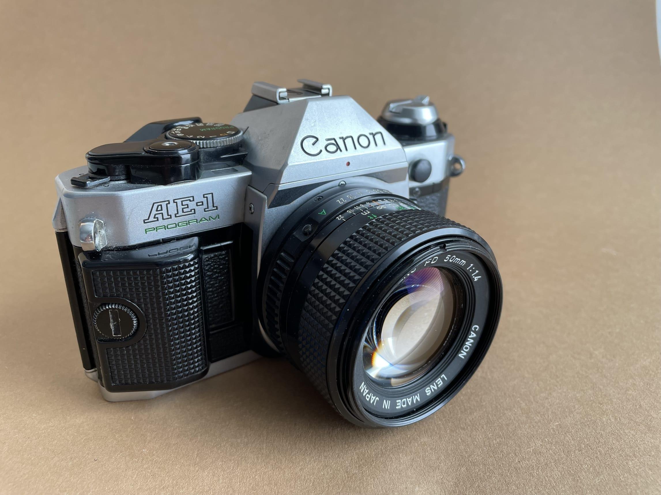 Analoge Kamera Canon AE-1 Program Frontsicht_web